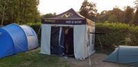 Ein Faltzelt beim Camping